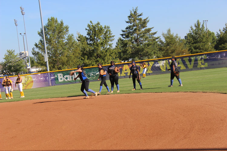 Infield+girls+practicing+and+Ivy+Watts+throwing+the+ball.