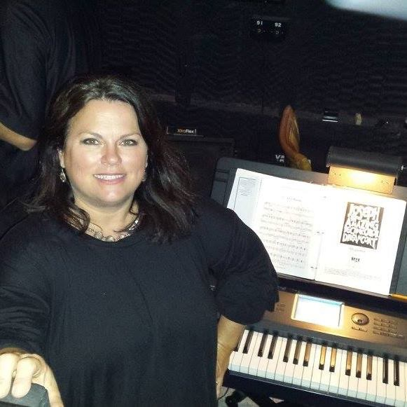 Tracy Smithy getting ready to play piano.